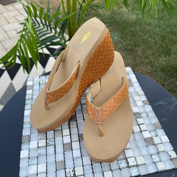 Volatile wedge sandals size 7